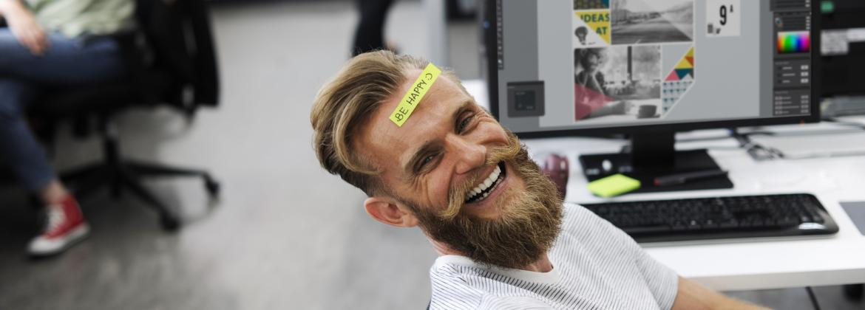Lachende MItarbeiter: CSR-Agentur ofischer unterstützt Sie bei Themen zur sozialen Verantwortung (CSR)